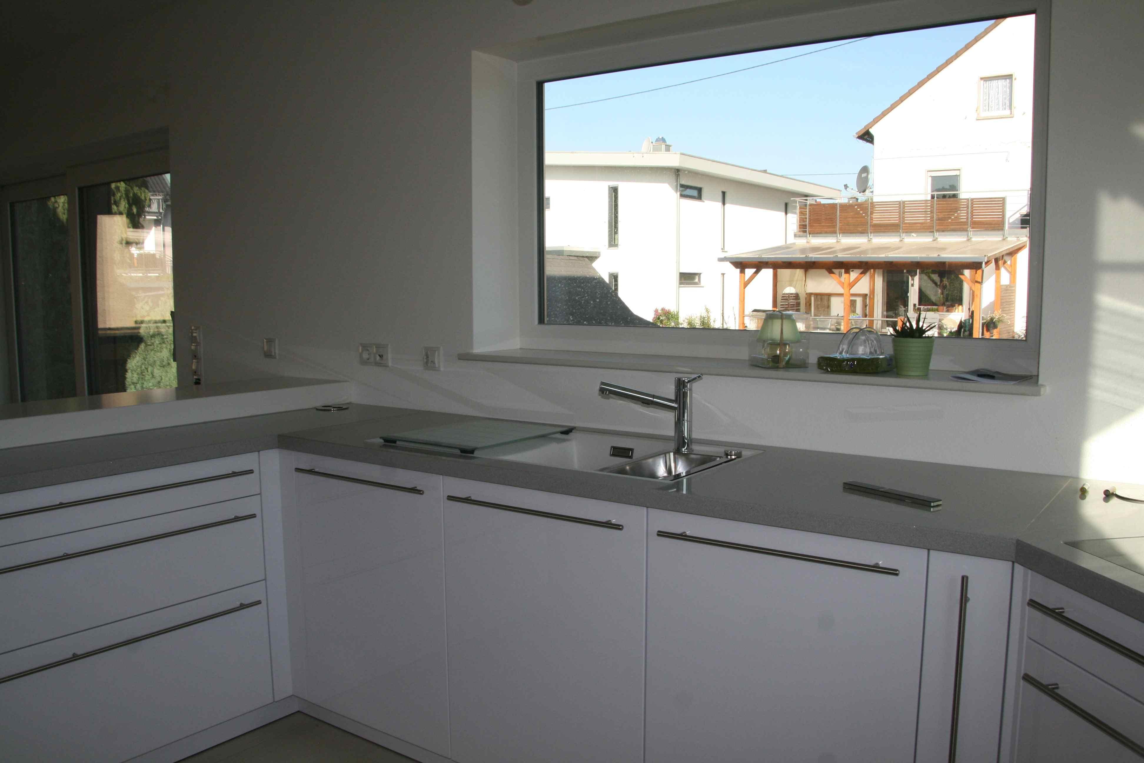 die k che ist eingebaut hausbau in weilbach. Black Bedroom Furniture Sets. Home Design Ideas